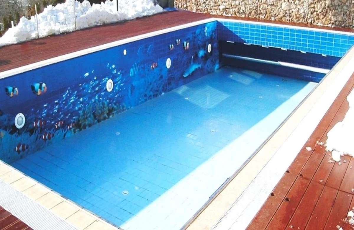 Swimming pools tiles